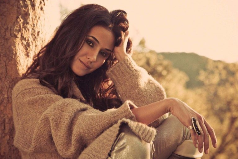 Emmanuelle Chriqui Biography, Husband, Net Worth and Other Facts