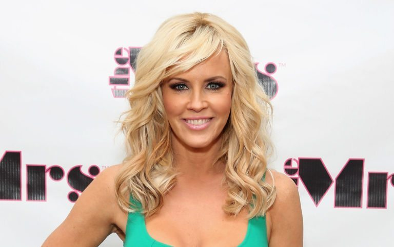 Jenny Mccarthy Biography, Net Worth, Husband, Age and Other Facts