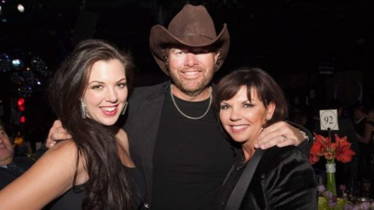Toby Keith Wife, Daughter, Family, Age, Height, Wiki, Biography
