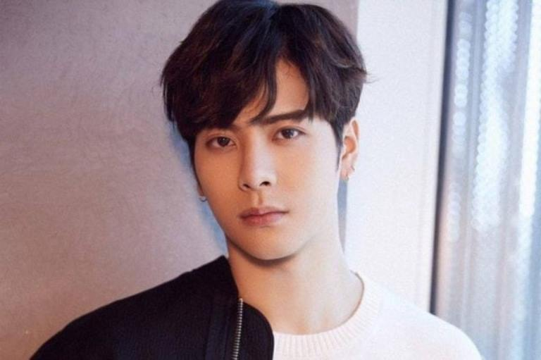 Jackson Wang – Bio, Height, Age, Brother, Girlfriend, Family, Other Facts