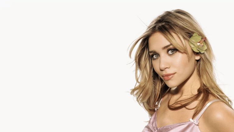 Who Is Ashley Olsen Dating – Her Boyfriend, Husband And Relationships
