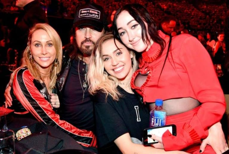 Who is Noah Cyrus, Is She Related To Miley Cyrus? Her Net Worth, Boyfriend and Family
